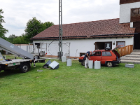 Elektriker von Hudson mit Firmen- und Hubwagen
