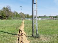 Graben: 10 cm breit 50 cm tief